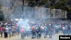'رائٹرز' کے مطابق جمعرات کو ہونے والے احتجاجی مظاہروں کے شرکا کی تعداد معمول سے کہیں زیادہ تھی۔