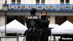 Поліція біля будівлі у Мюнхені, де відбувається щорічна міжнародна конференція з питань безпеки 14 лютого 2020р.
