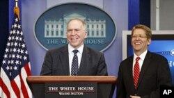 总统的国土安全事务助理布伦南(左)和白宫新闻秘书