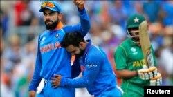 دونوں فارمیٹس کی ٹیموں کا کپتان بھارتی کھلاڑی ویرات کوہلی کو بنایا گیا ہے۔ (فائل فوٹو)