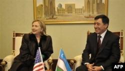 Sekretarja Klinton vlerëson Kirgizistanin për përpjekjet e formimit të qeverisë