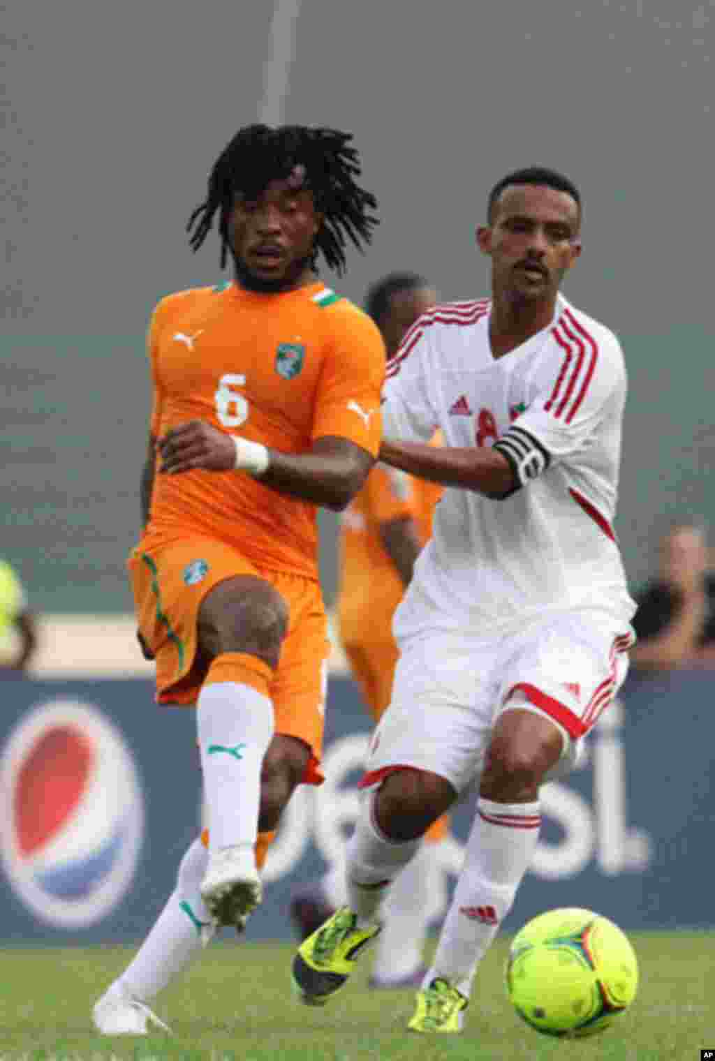 "Jean-Jacques Gosso of Ivory Coast (L) fights for the ball with Hamid Nassir Nazar of Sudan during the African Nations Cup soccer tournament in Estadio de Malabo ""Malabo Stadium"", in Malabo January 22, 2012."
