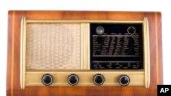 Само во Америка: смрт на радиото?