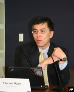 美国里士满大学政治系教授王维正