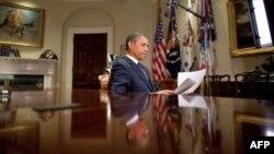 奥巴马总统为录制每周例行讲话作准备