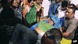 지난 9월9일 버스 사고 현장에서 이송되는 환자.