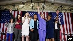 Clinton recibió el viernes el apoyo de un grupo de apoyo al control de armas fundado por el exalcalde de Nueva York, Michael Bloomberg.