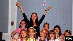La famosa bailarina Zippora Karz con un grupo de niños diabéticos en Orlando.