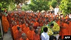 Kambocada ölümlə nəticələnən təşviş zamanı yaranan basırığa körpünün çökməsi səbəb olub
