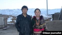 ທ້າວ Lhamo Tseten ທີ່ຈຸດໄຟເຜົາຕົນເອງ ໃນວັນທີ 26 ຕຸລາ, 2012 ຢຸ່ເຂດຄາວຕີ Sangchu ໃນແຂວງ Gansu ແລະພັນລະຍາຂອງຜູ້ກ່ຽວ.