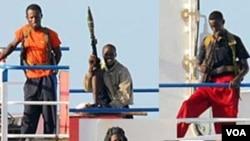 Bajak laut Somalia dengan senjata mereka, senapan penyerang AKM, peluncur granat RPG-7 dan pistol semi-otomatis.