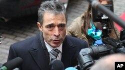 Generalni sekretar NATO-a Anders Fog Rasmusen odgovara na pitanja novinara u Briselu, 19. novembar 2012.