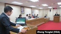 台灣立法院外交及國防委員會10月17號質詢的情形。