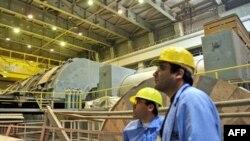 Nhân viên làm việc tại nhà máy điện hạt nhân Bushehr gần thành phố cảng Bushehr ở miền nam Iran