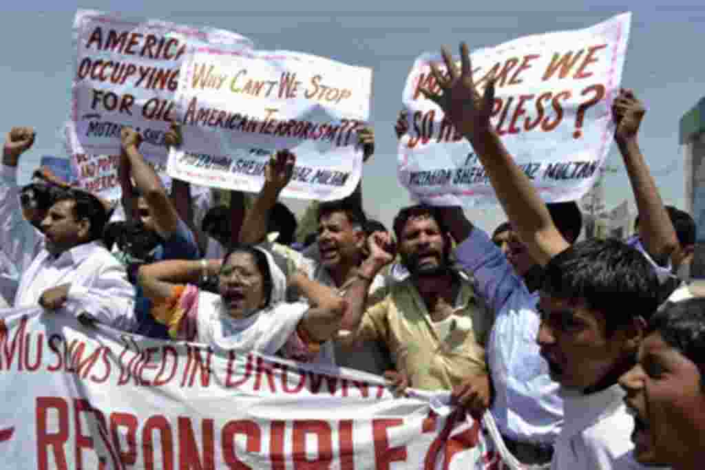 Pakistani protesters belonging to United Citizen Action shout anti-US slogans during a protest in Multan against the US drone attacks in Pakistani tribal areas, April 22, 2011