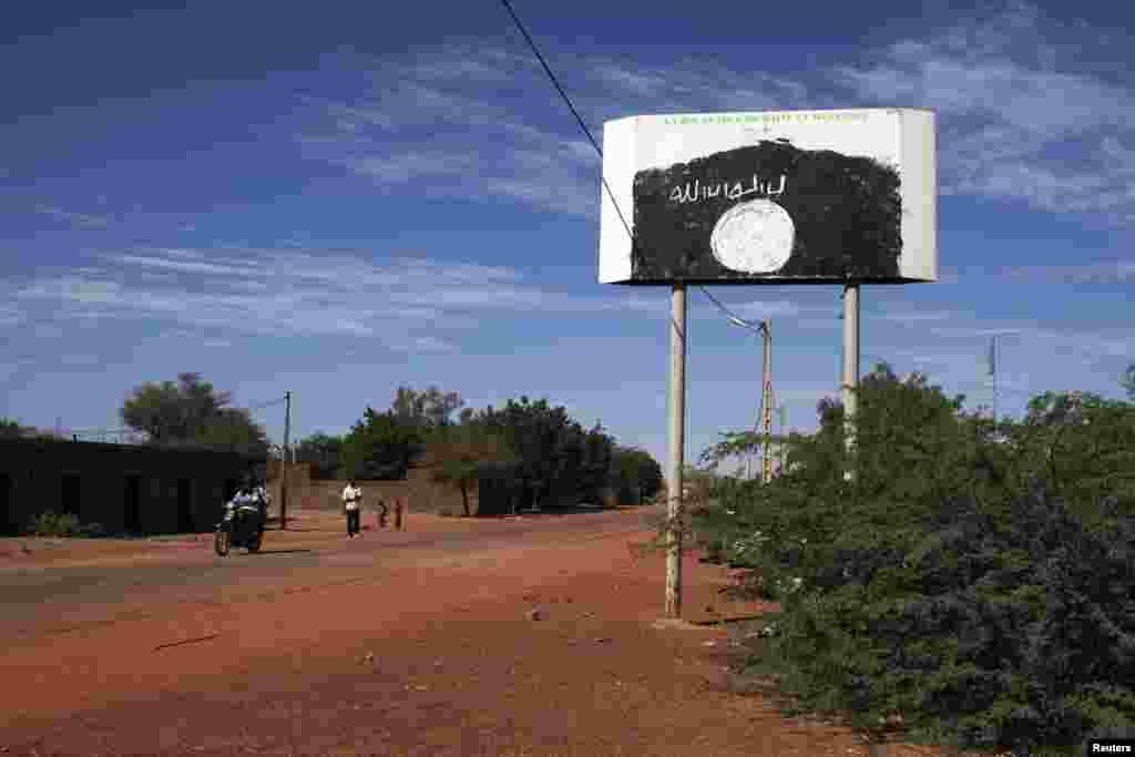 Un panneau des islamistes radicaux à Douentza.