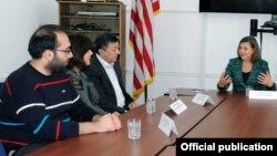 ABŞ dövlət katibinin köməkçisi Viktoriya Nuland vətəndaş cəmiyyətinin nümayəndələri ilə görüşüb