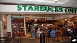 Cửa hàng Startbucks trong một thương xá