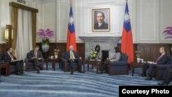 台灣總統蔡英文接見美國在台協會主席莫健(台灣總統府提供)