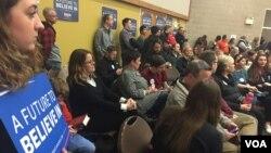 Democrats gather for their caucus, West Des Moines, Iowa, Feb. 1, 2016. (K. Farabaugh/VOA)
