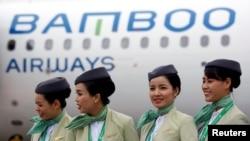 Phi hành đoàn của Bamboo Airways trước một chuyến bay của hãng tại sân bay Nội Bài ở Hà Nội hôm 16/1/2019. Hàng không Tre Việt sẽ có các chuyến bay thẳng tới Mỹ bắt đầu từ tháng 9.