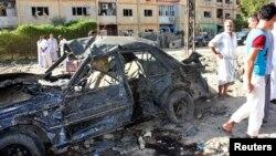伊拉克一系列爆炸, 造成汽車嚴重破壞。