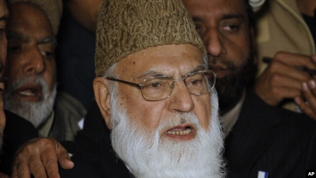 Qazi Hussain Ahmed, former leader of Pakistani religious party Jamat-i-Islami (file photo).