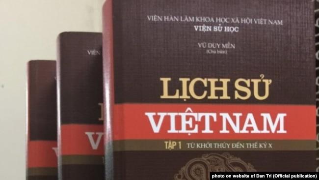 Bộ sách Lịch Sử Việt Nam.