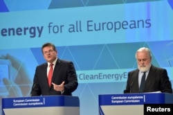 FILE - European Commission Vice-President Maros Sefcovic (L) and Commissioner Miguel Arias Canete hold a news conference on Clean Energy package in Brussels, Nov. 30, 2016.