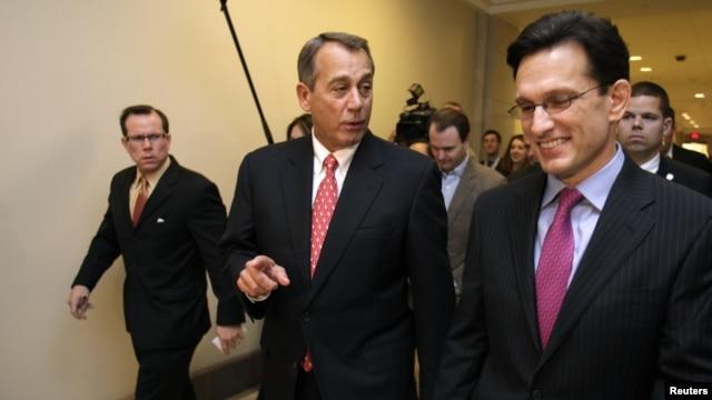 El presidente y el líder de la mayoría repiblicana en la Cámara de Representantes, John Boehner, y Eric Cantor.