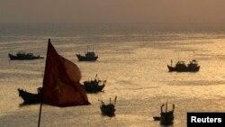 베트남 외교부는 중국 단속원들이 지난달 파라셀 군도 해역에서 베트남 어민들을 폭행하고 어로 장비들을 파손했다며 해명을 요구했다. 사진은 베트남 해상의 어선들. (자료사진)