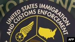 Logo Sèvis Imigrasyon ak Ladwann Ameriken (U.S. IMMIGRATION AND CUSTOMS ENFORCEMENT, ICE).