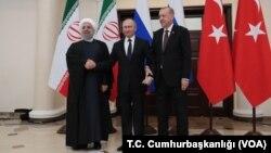 Dari kiri: Presiden Iran Hassan Rouhani , Presiden Rusia Vladimir Putin, dan Presiden Turki Recep Tayyip Erdogan dalam pertemuan membahas masa depan Suriah di kota resor Sochi, Rusia, Kamis (14/2).