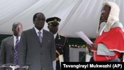 UChief Justice Godfrey Chidyausiku loMongameli Robert Mugabe