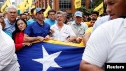 """Henrique Capriles prefiere llamar a Maduro """"segundón"""" antes que """"dictadorzuelo"""" como lo define el secretario general de la OEA, Luis Almagro."""
