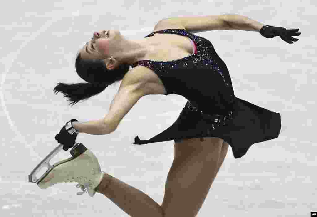 일본 도쿄에서 열린 NHK배 피겨스케이팅 대회에서 러시아의 일레자베타 투크타미셰바 선수가 여자 쇼트 프로그램 경기에 출전했다.