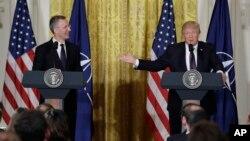 川普总统和北约秘书长斯托尔滕贝格在白宫举行记者会。(2017年4月12日)