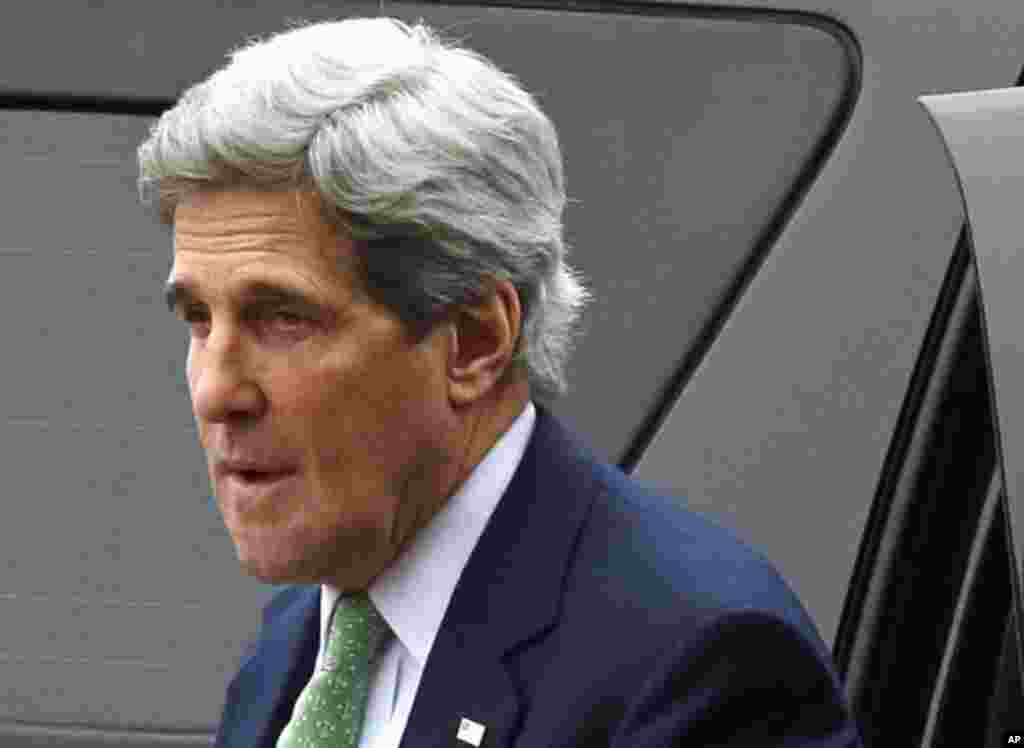 U.S. Secretary of State John Kerry arriving at the Foreign Ministry in Paris, Feb. 27, 2013.