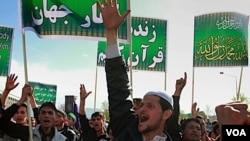 Manifestantes que protestaban contra la quema de un ejemplar del Corán fueron hacia las oficinas de la ONU.