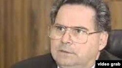 Eduardo Interiano, exministro de salud de El Salvador, es acusado por agresiones sexuales en perjuicio de una menor de edad y remuneración por servicios sexuales.