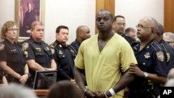 Shannon Miles saat tampil dalam pembacaan dakwaan di pengadilan Houston, Senin (31/8).