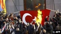 Armenët përkujtojnë viktimat e masakrave turke