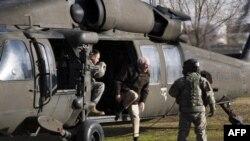 Amerikan ve Afgan komandoları ortak operasyona hazırlanırken