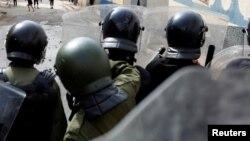Des policiers marocains à Imzouren, Maroc, le 2 juin 2017.