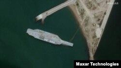 تصویر ماهوارهای از ماکتی که رژیم ایران از ناوهواپیمابر آمریکایی ساخته است