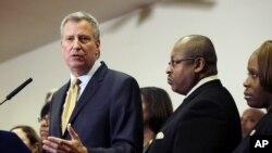 El alcalde de Nueva York Bill de Blasio,junto a una veintena de homólogos demócratas apoyan las órdenes ejecutivas de Obama.