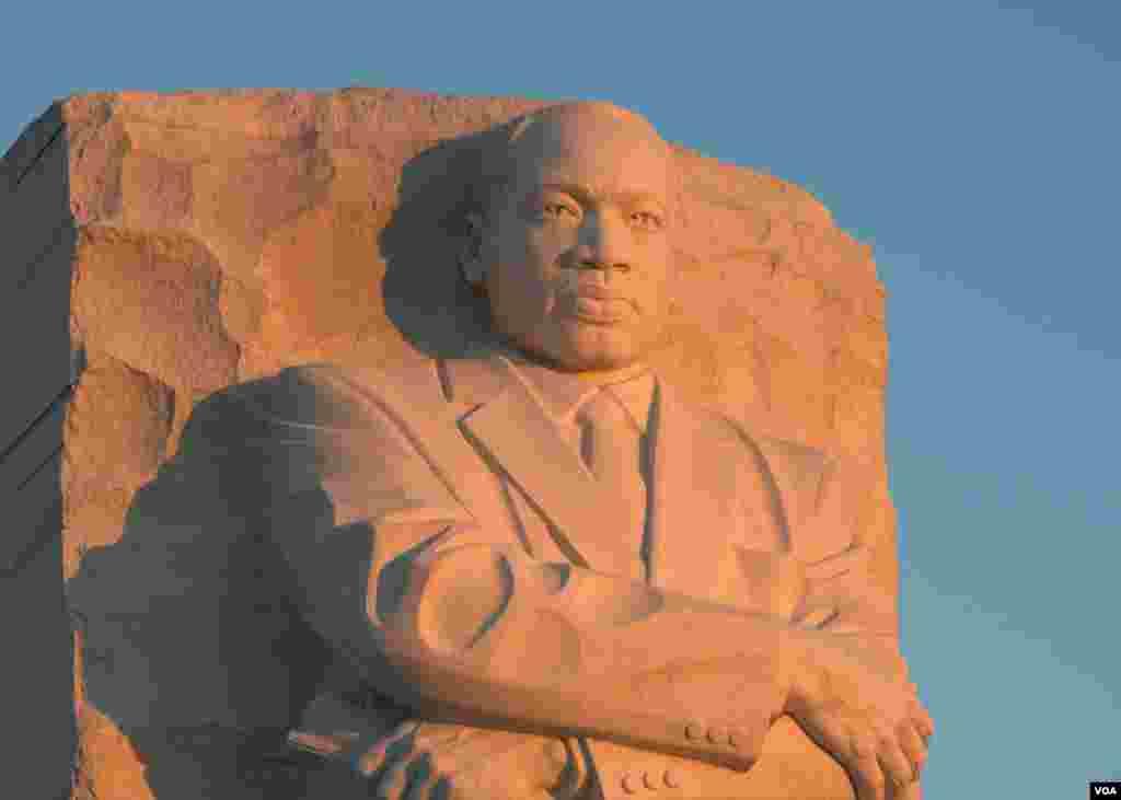 Памятник борцу за гражданские права Мартину Лютеру Кингу
