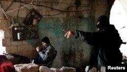Halep'teki çatışmalarda mevzilenen İslamcı el-Nusra militanları