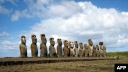 Đảo Phục Sinh (Easter Island, còn gọi là Rapa Nui) nằm ở đông nam Thái Bình Dương vốn nổi tiếng về các tác phẩm điêu khắc đá khổng lồ có tên là moai