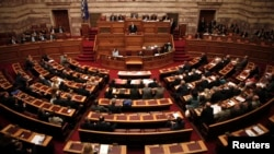 Greek lawmakers attend a parliament session for a confidence vote in Athens, Oct. 8, 2014.